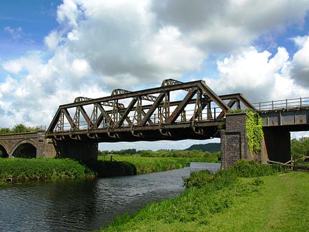 Langport River Parrett rail bridge.jpg