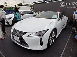 Lexus LC500 (DBA-URZ100-ACUBH) front.jpg