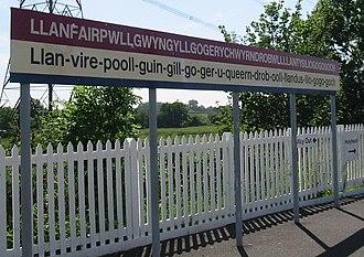 Longest word in English - The station sign at Llan{{shy}}fair{{shy}}pwll{{shy}}gwyn{{shy}}gyll{{shy}}gogery{{shy}}chwyrn{{shy}}drob{{shy}}wlll{{shy}}lanty{{shy}}silio{{shy}}gogo{{shy}}goch in North Wales