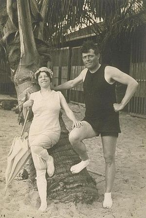 Charmian London - Jack and Charmian London on the beach in Hawaii, 1915