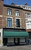 foto van Huis met lijstgevel met eerste verdieping in de trant der zgn. Maaslandse renaissance.