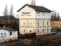 Mainz-Kastel- westlich der Taunus-Eisenbahn- Wohnhaus- Werbung für die Mainzer Rhein-Zeitung- von der Ludwigsrampe (B 455) aus 3.1.2014.jpg