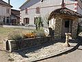 Marre (Meuse) puits-abreuvoir et abri.JPG