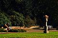 Max Sauk Karyatide 1965 Stadtpark Hannover Leute im Spätherbst I.jpg