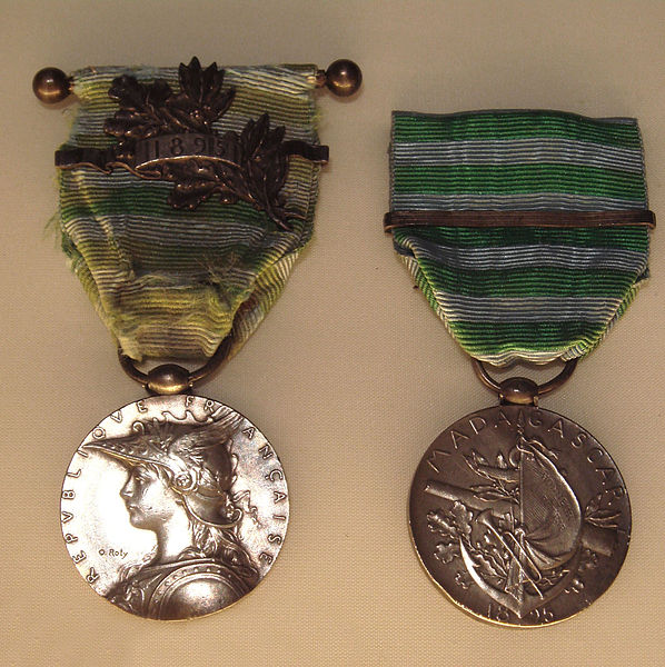 File:Medal of the Second Madagascar Expedition law of 15 January 1896.jpg