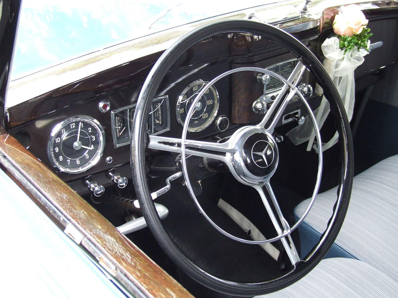 File:Mercedes 170 DS Armaturenbrett.JPG - Wikimedia Commons | {Armaturenbrett mercedes 20}