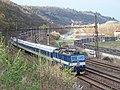 Mezichuchelská a železniční trať, z ulice nad drahou, vlak.jpg