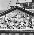 Middenfragment marmeren timpaan (westgevel) - Amsterdam - 20011853 - RCE.jpg