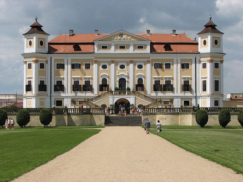 Plik:Milotice, Czech Republic (château).jpeg