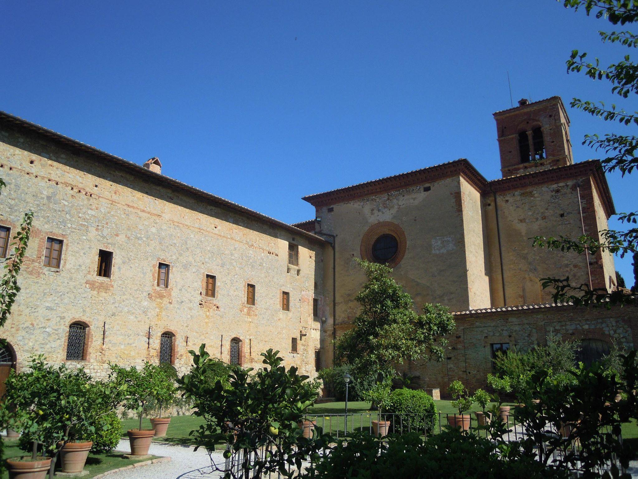 Monastero di Sant'Anna in Camprena, cortile