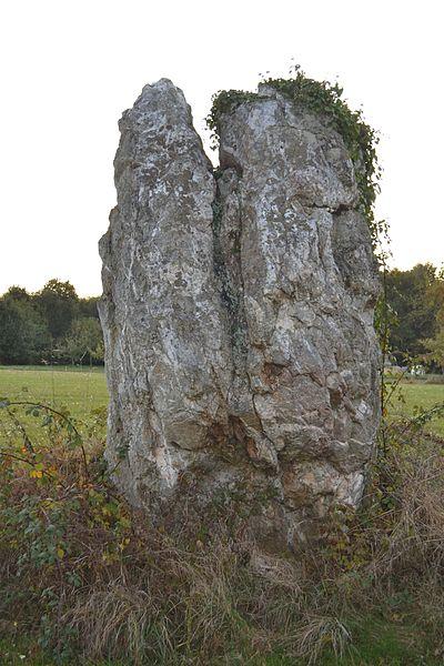 Menhir du Piprais à Monterrein (56).