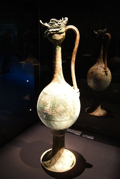 File:Monumental ewer from the Belitung shipwreck, ArtScience Museum, Singapore - 20110618-01.jpg