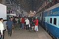 Mumbai Central platform scene, 2009.JPG