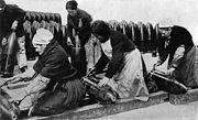 Femmes fabriquant des obus, France, 1917