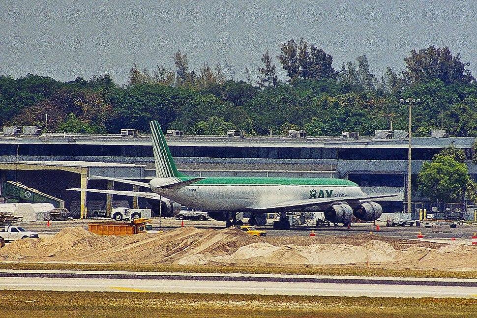N821BX DC-8-71F BAX Global FLL 27APR00 (5586270769)