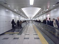 Nagatacho station moving walk.JPG