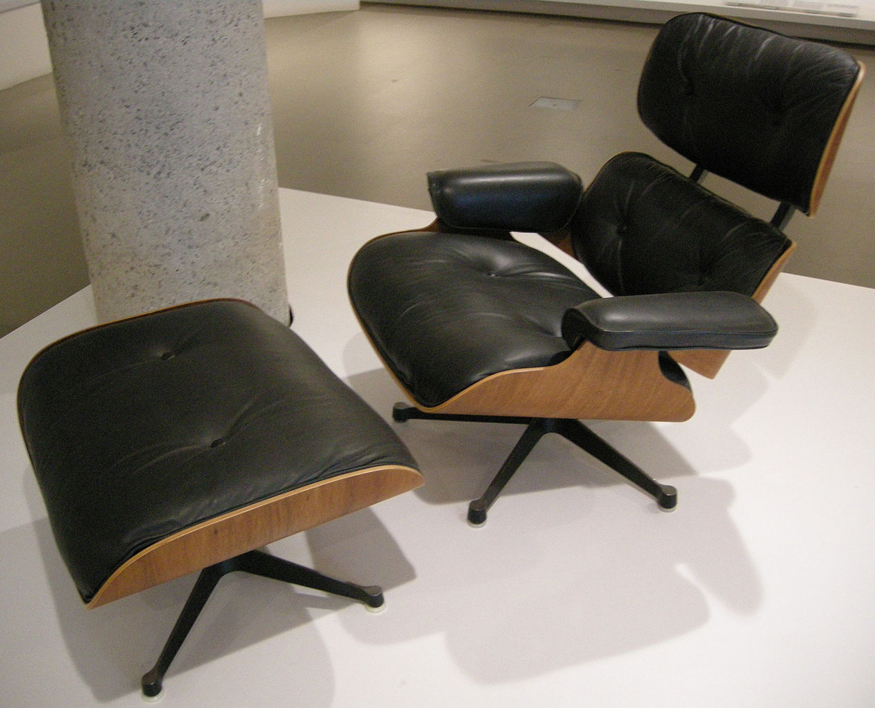 file ngv design charles eames and herman miller lounge chair 670 1956 jpg wikimedia commons. Black Bedroom Furniture Sets. Home Design Ideas
