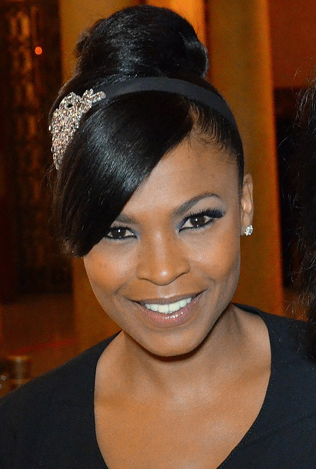 The 47-year old daughter of father Doughtry Long and mother Talita Long, 157 cm tall Nia Long in 2017 photo