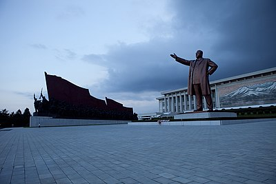 North Korea - Kim Il-Sung statue (5015232313).jpg