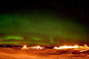 English: Northern Lights (aurora borealis) ove...