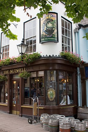 English: Smallest pub in the UK
