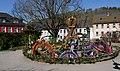 Osterbrunnen mit Osterkrone Berga Elster 2019 06.jpg