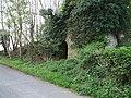Overgrown lime kilns - geograph.org.uk - 417658.jpg