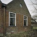 Overzicht van een gedeelte van de rechter zijgevel, met twee ramen, van het poortgebouw - Middelstum - 20387403 - RCE.jpg