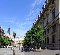 P1030932 Paris IV rue de Lutèce rwk.JPG