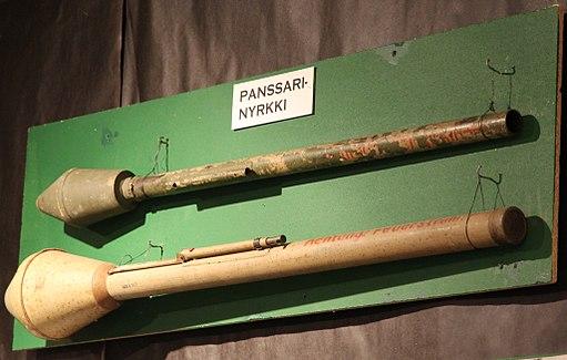 Zwei Panzerfäuste aus dem WK2, Mikkeli infantry museum, Finnland (Wikimieda)