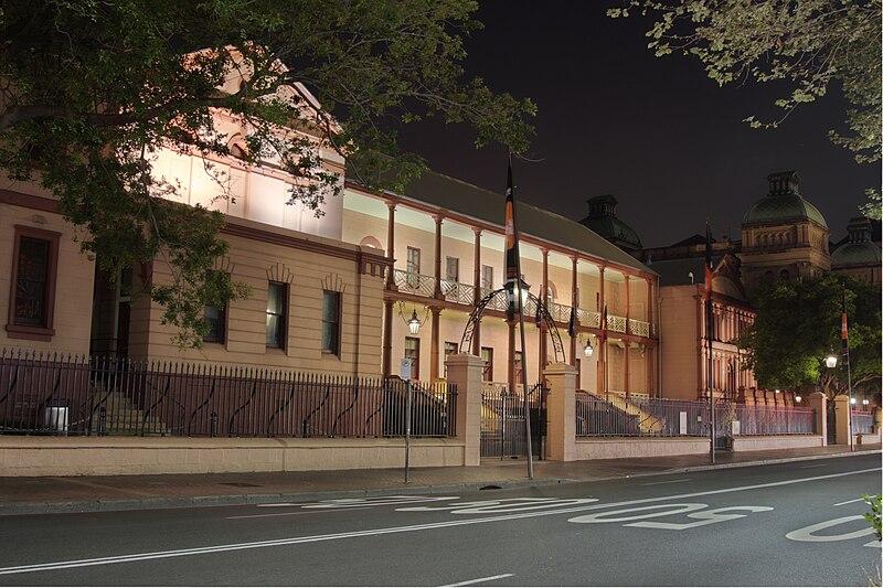 Fichier:Parliament house sydney 2 blended exposures.jpg