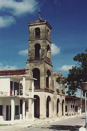 Vista del templo parroquial de Jatibonico desd...