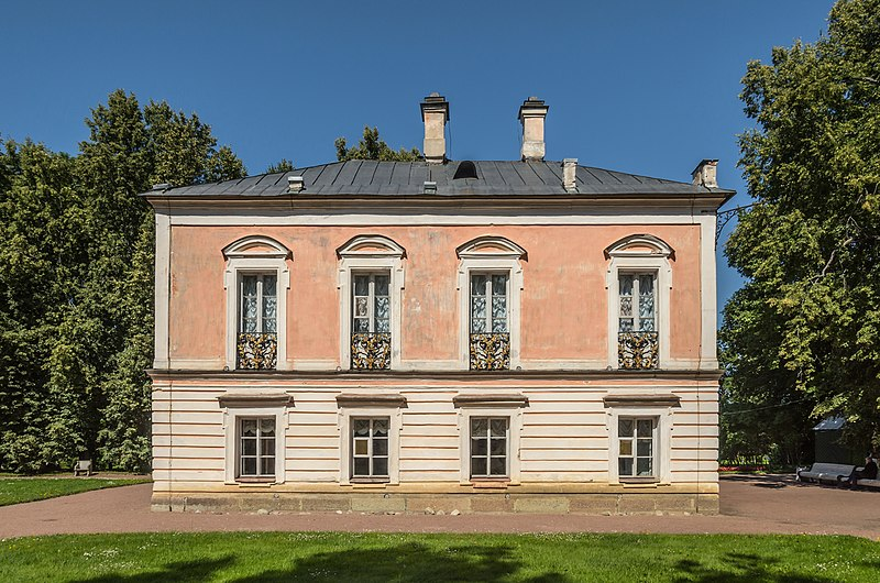 Файл:Peter III Palace in Oranienbaum.jpg