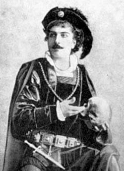 Петрос Адамян в роли Гамлета