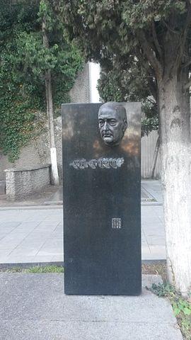 Могила Лео Киачели на Мтацминда