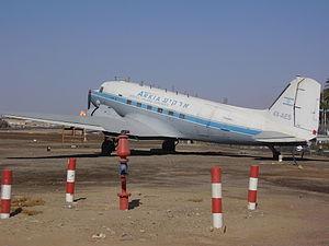PikiWiki Israel 18728 Douglas DC-3 (dakota) airliner in Eilat airport.JPG