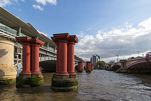 Blackfriars Railway Bridge - Image: Pillars of old Blackfriars Railway Bridge 02