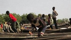 File:Pirogues Niger.webm