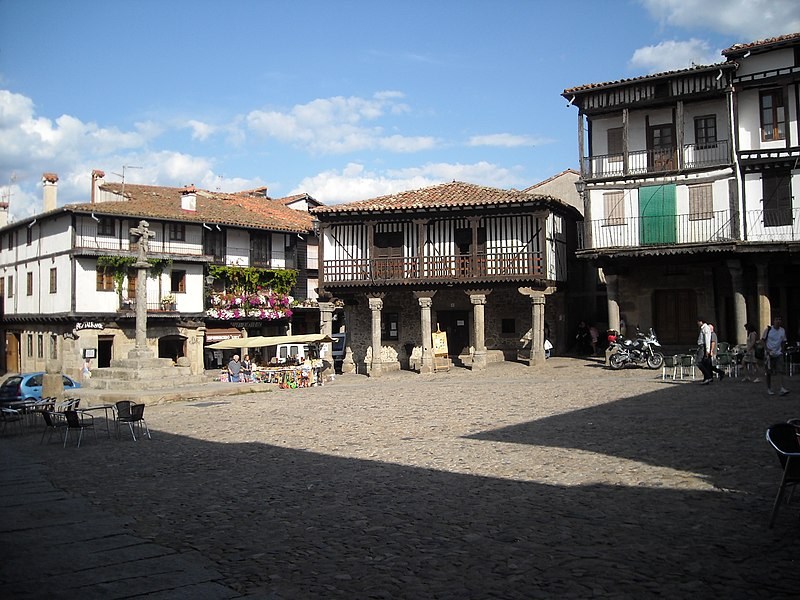 File:Plaza Mayor, La Alberca.JPG