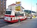 Podbabská, autobus v dočasné zastávce Ve Struhách.jpg