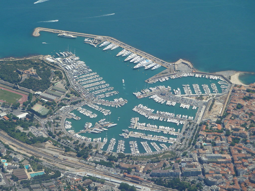 File port vauban antibes vue nord aerienne jpg wikimedia for Porte vue 300 vues