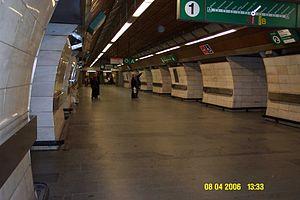 Muzeum (Prague Metro) - Line A part middle tunnel