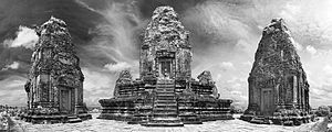 Pre Rup - Image: Pre Rup Angkor central tower and prasats