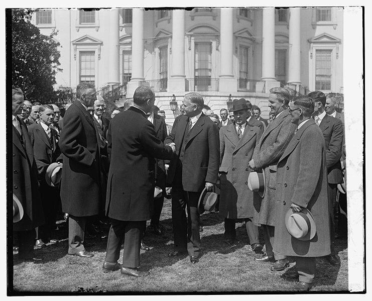 File:Pres. Herbert Hoover LCCN2016820329.jpg