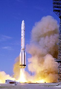 จรวด Proton Rocket นี้ถูกปล่อยเพื่อนำยานอวกาศหรือดาวเทียมขึ้นสู่วงโคจรของโลก
