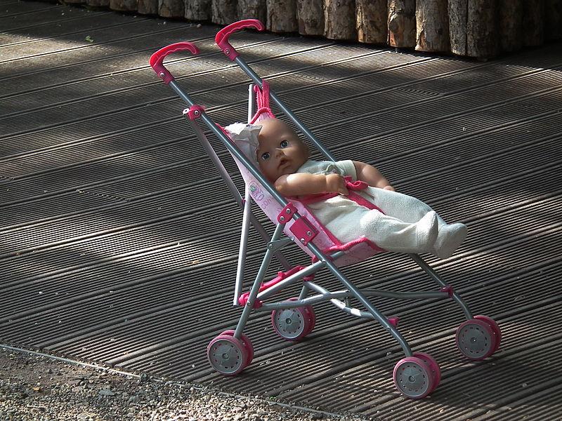 File:Puppe und Puppenwagen.JPG