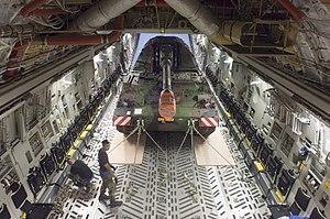 Panzerhaubitze 2000 - Image: Pzh 2000 inside of a C 17