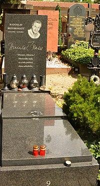 Radoslav Brzobohatý hrob Vyšehrad.jpg