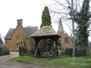 Radway - Image: Radway, Church, house and lychgate