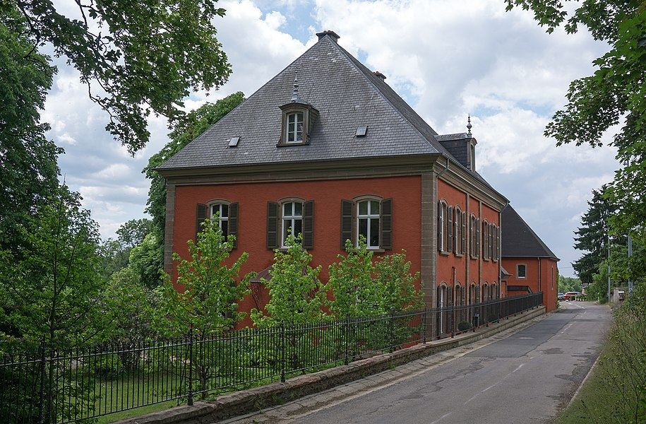 Building in Rambrouch, 1 rue du Cháteau